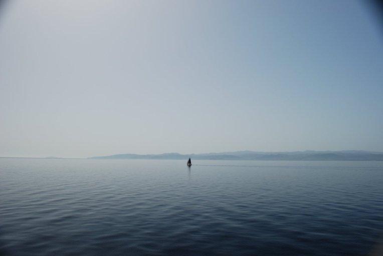 samotna łódeczka a lonely boat