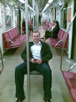 fotka pod tytułem 'przezorność w metrze' :)