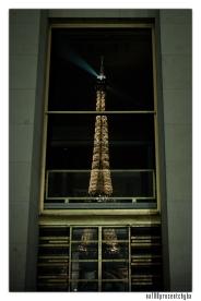 wieża w witrynach okna