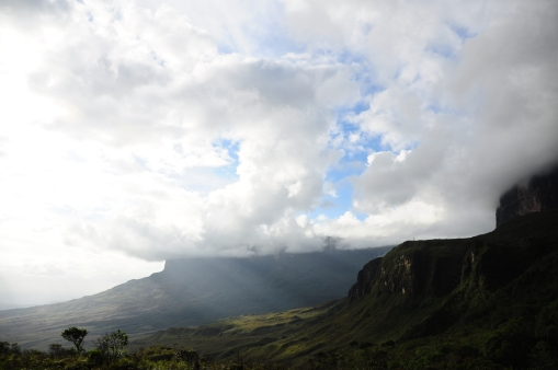 Valley between the Roraima and the Kukenan.
