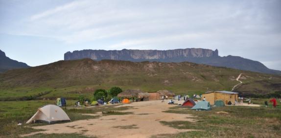 Rio Kukenan camp