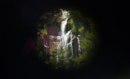 przez lunetę / through a tourist telescope