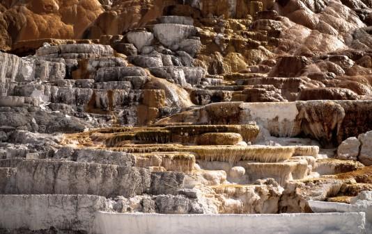 Mammoth Hot Springs 01