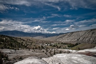 Mammoth Hot Springs 04 View over the Valley