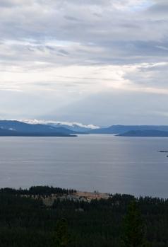 widok na jezioro Yellowstone / view from over the Yellowstone lake