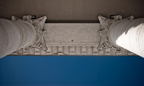 portyk z plamą / portico with a stain