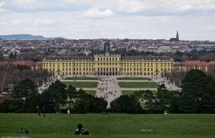 Schönbrunn_Palace-panorama-5-[Group_3]-20150404-075417_DSC_9560_20150404-075430_DSC_9564-5_images