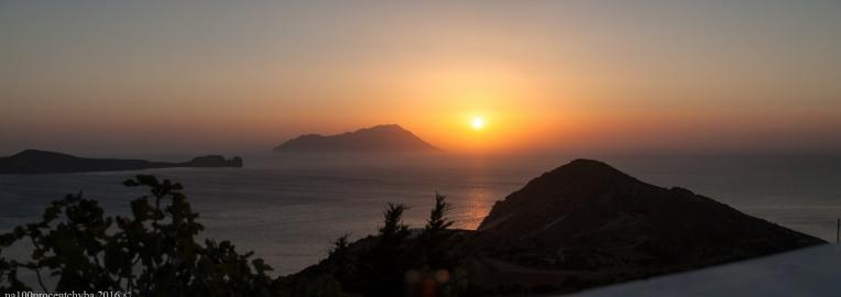 Greece-Milos-Plaka-Utopia-Cafe-panorama-4 images