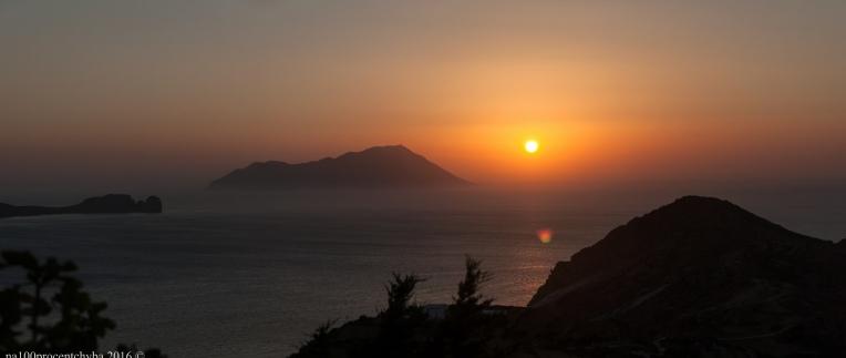 Greece-Milos-Plaka-Utopia-Cafe-panorama-7-images